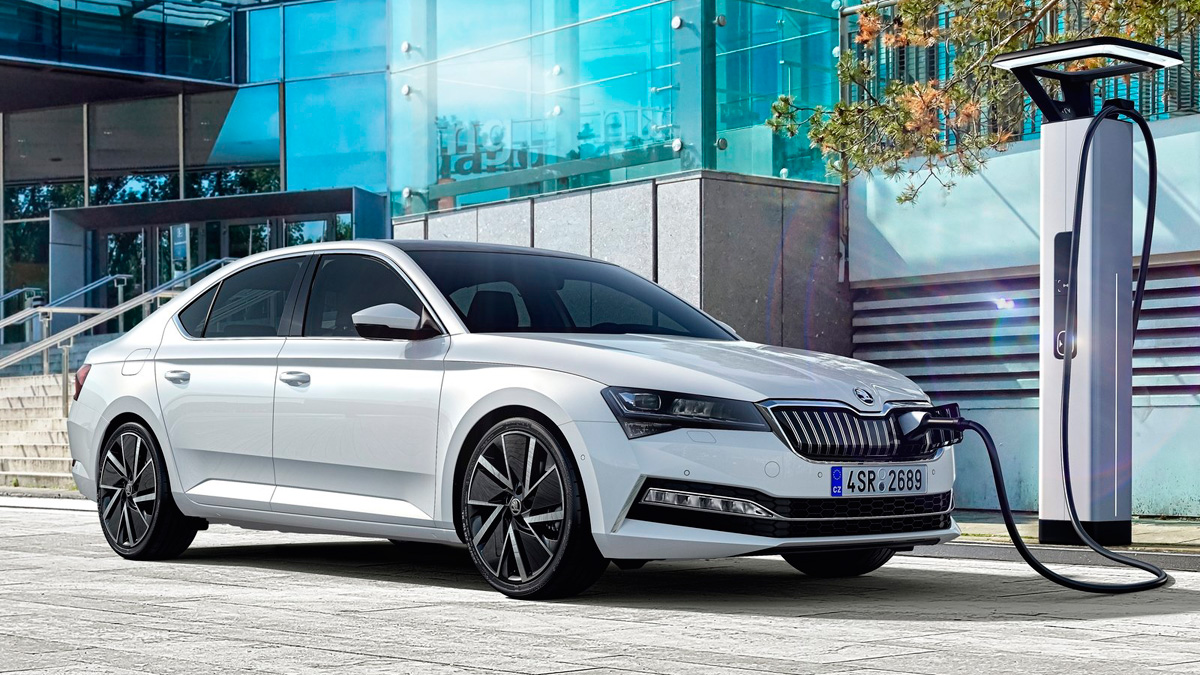 Coches híbridos enchufables: Skoda Superb IV
