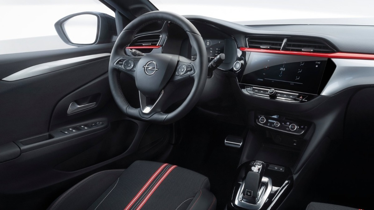 Opel Corsa o Peugeot 208 interior